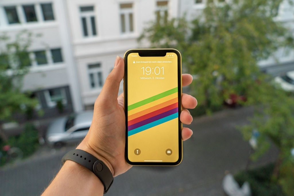 OLED vs. LCD on Modern iPhones: Which one's Better?