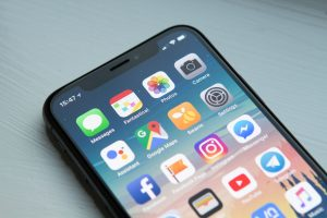 OLED and LCD: Apple's Dilemma and the differences between them